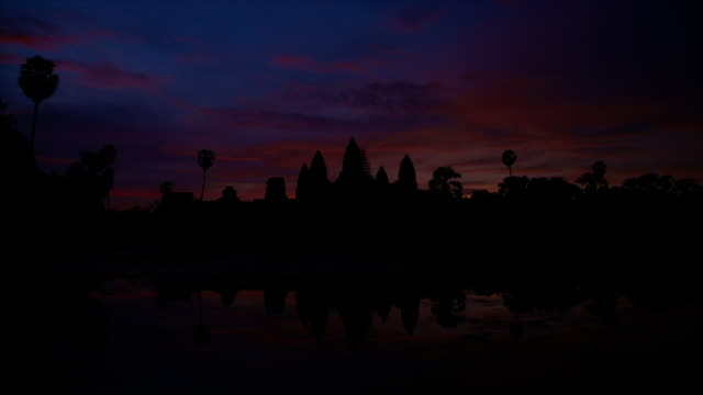 t/l, ws, sunrise reflection angkor wat temple / siem reap, cambodia - angkor stock videos and b-roll footage