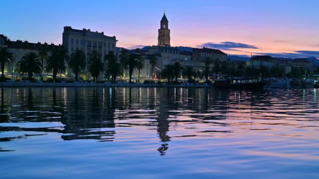 vídeos de stock e filmes b-roll de sunrise scene old town of split , croatia - aldeia de pescador