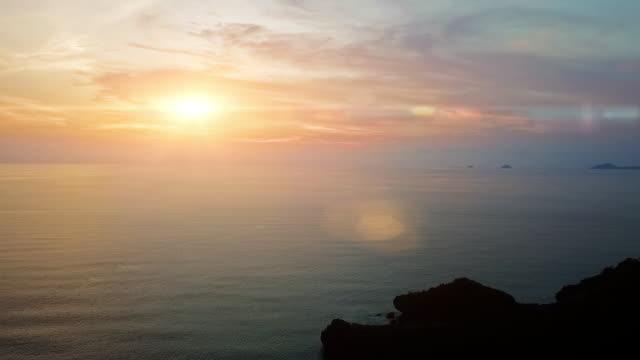 vídeos y material grabado en eventos de stock de amanecer y la puesta de sol sobre el mar - vista marina