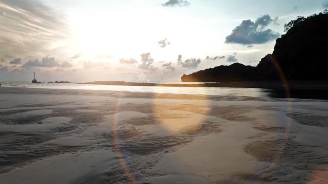 vídeos y material grabado en eventos de stock de amanecer y la puesta de sol sobre el mar - surrealismo