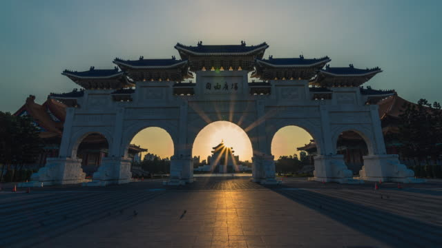 sunrise timelapse of chiang kai-shek memorial hall - chiang kaishek memorial hall stock videos & royalty-free footage