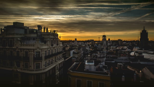 stockvideo's en b-roll-footage met sunrise timelapse of madrid cityscape - zonsopgang