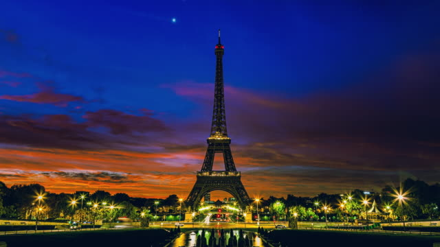 sunrise timelapse of paris at dawn - eiffel tower stock videos & royalty-free footage