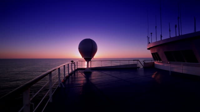 sunrise con vista dalla nave - ponte di una nave video stock e b–roll