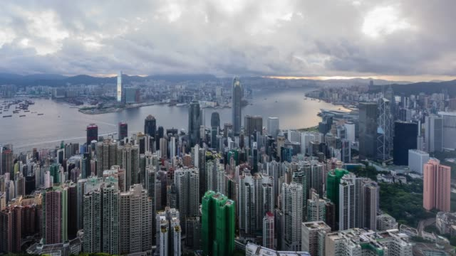 stockvideo's en b-roll-footage met sunrise view of downtown around victoria harbor with cloudscape in hong kong - hongkong