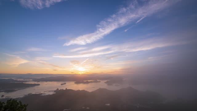 stockvideo's en b-roll-footage met sunrise view of hallyeohaesang national park, from mireuksan mountain / tongyeong-si, gyeongsangnam-do, south korea - plate met stilstaande achtergrond