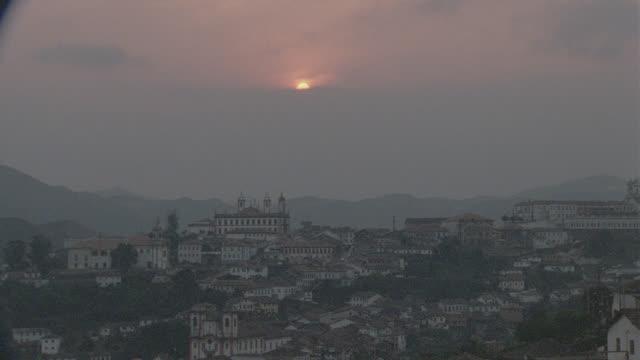 vidéos et rushes de sunrise/sunset ouro preto, brazil - south america