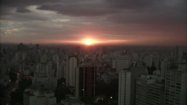 ws, sunset above sao paulo, brazil - 1 minuto e più video stock e b–roll