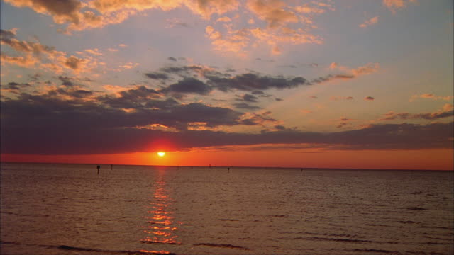 ws, sunset above tampa bay, florida, usa - tampa stock videos & royalty-free footage