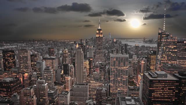stockvideo's en b-roll-footage met zonsondergang luchtfoto new york - wall street lower manhattan