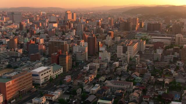 vídeos y material grabado en eventos de stock de vista aérea al atardecer de okayama, japón - vista de población