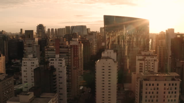 vídeos y material grabado en eventos de stock de a sunset aerial view of the infinity tower building. sao paulo. brazil. - são paulo
