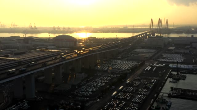 sunset aerial view of the large bridge - 市街地の道路点の映像素材/bロール