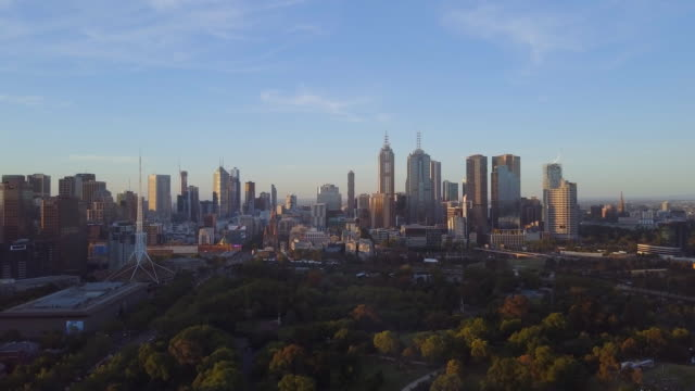 sunset aerial view of the skyline of melbourne, with the botanical gardens, victoria - dusk stock videos & royalty-free footage