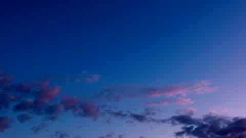 vidéos et rushes de coucher du soleil et fonds de nuage mouvement - pose longue