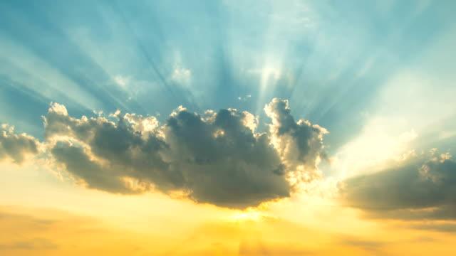 夕日と cloudscape - 宗教点の映像素材/bロール