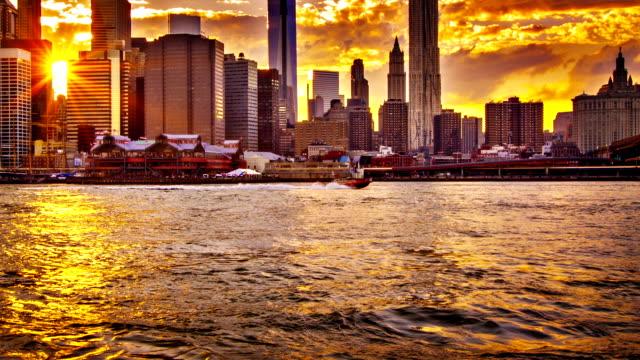 vídeos de stock, filmes e b-roll de pôr do sol e nova york - centro rockefeller