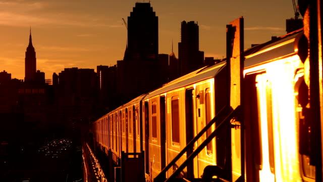 夕日と影地下鉄
