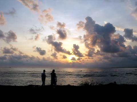 Sonnenuntergang und Silhouetten