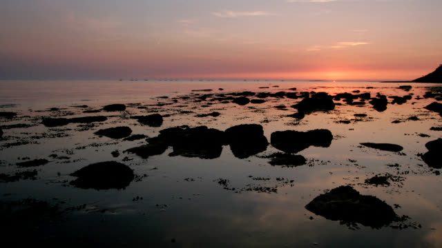 """Sunset and tide, timelapse"""