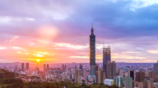 sunset at city of taipei day to night (no flickering) - taipei 101 stock videos & royalty-free footage