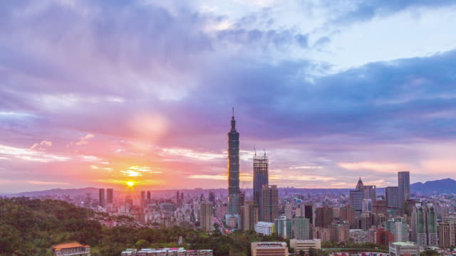 sunset at city of taipei day to night (no flickering) - taipei 101 stock videos and b-roll footage