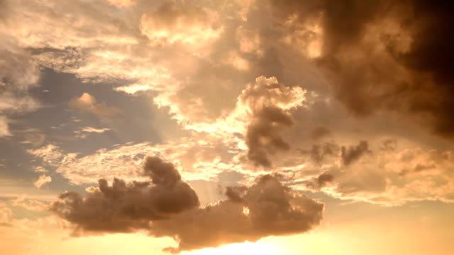 Zonsondergang op Cloud time-lapse