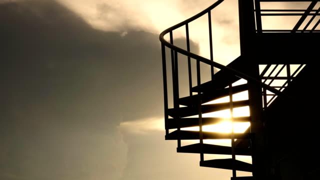 4K: Sonnenuntergang auf Cloud-Zeitraffer