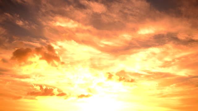 Solnedgång på molnet
