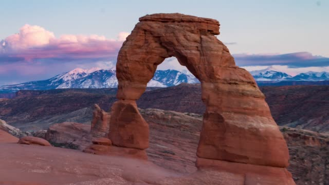 sunset at delicate arch in arches national park, utah - national landmark stock videos & royalty-free footage