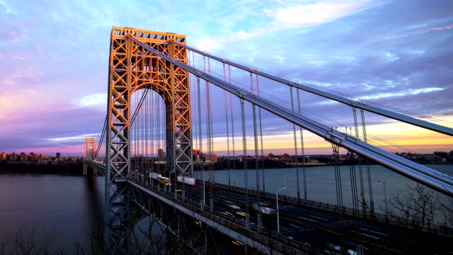 stockvideo's en b-roll-footage met sunset at george washington bridge - hangbrug