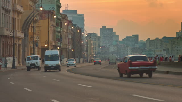 sunset at malecon - cuba video stock e b–roll