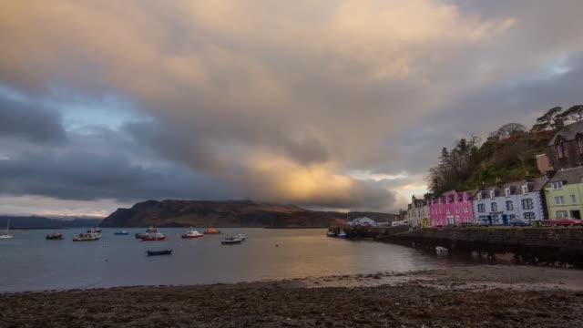 sunset at portree harbor hd - insel skye stock-videos und b-roll-filmmaterial