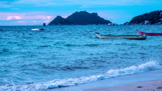 sunset at sairee beach koh tao - koh tao is an island in the gulf of thailand. in the province of surat thani - ko phangan stock videos and b-roll footage
