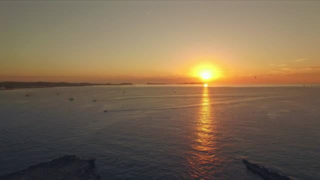 サン ・ アントニ ・ デ ・ ポルトマニの夕日 - イビサ島点の映像素材/bロール