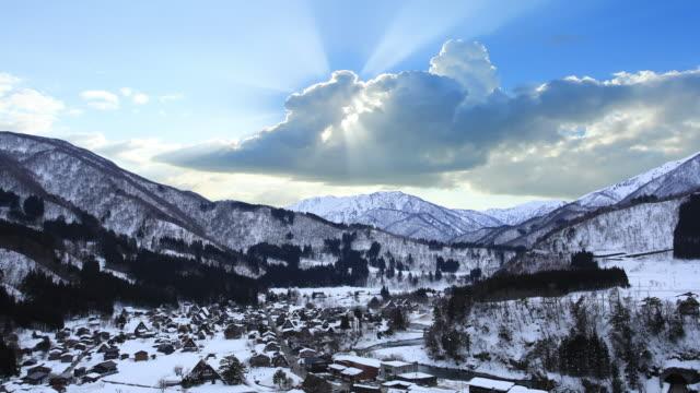 冬の白川郷村の夕日 - village点の映像素材/bロール