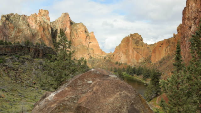 ds, sunset at smith rock state park, oregon - oregon us state stock videos & royalty-free footage