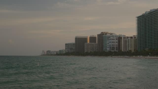 stockvideo's en b-roll-footage met sunset at sunny isles miami beach - sunny