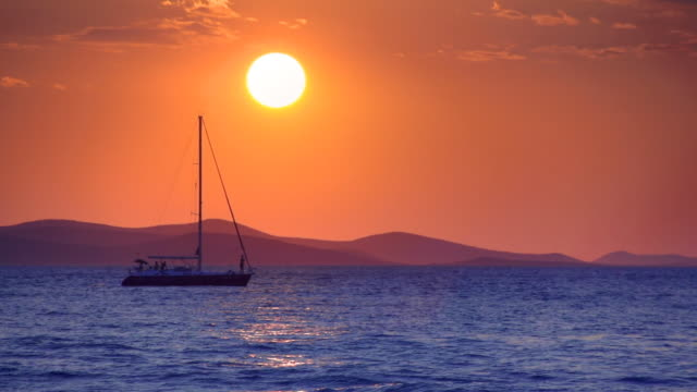 sunset at the adriatic sea, zadar, croatia - mare adriatico video stock e b–roll