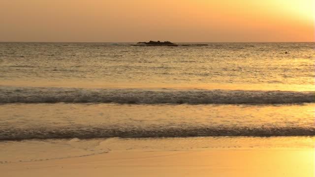 sonnenuntergang am strand - cay insel stock-videos und b-roll-filmmaterial