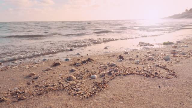 vídeos de stock, filmes e b-roll de pôr do sol na praia - mar do norte