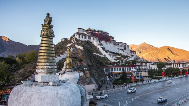 sunset at the potala palace - turmspitze stock-videos und b-roll-filmmaterial