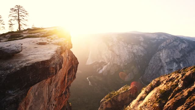 sonnenuntergang im yosemite-nationalpark - taft point - yosemite national park stock-videos und b-roll-filmmaterial