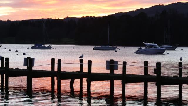 vídeos y material grabado en eventos de stock de sunset at waterhead, in ambleside over lake windermere, lake district national park, cumbria, uk. - distrito de los lagos de inglaterra