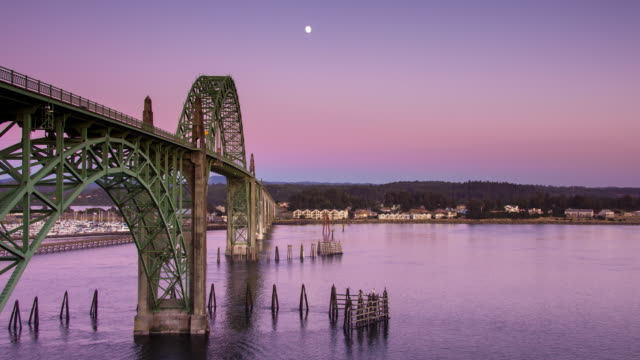 sunset at yaquina bay bridge - time lapse - oregon coast stock videos & royalty-free footage
