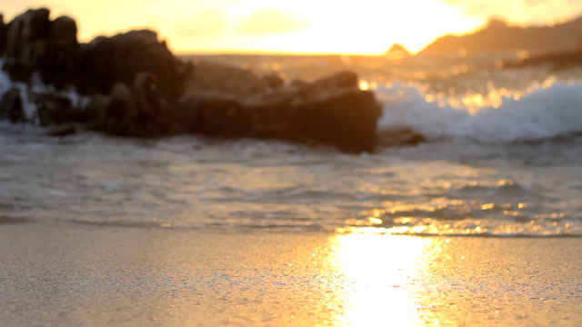 stockvideo's en b-roll-footage met sunset beach background - malibu
