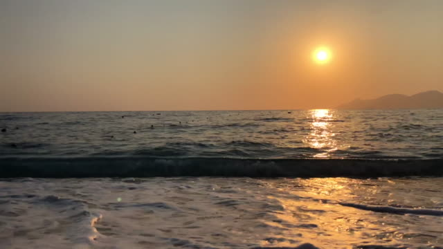 ビーチの夕暮れ - リフレクション湖点の映像素材/bロール
