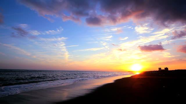 ビーチの夕暮れ - 地平線点の映像素材/bロール