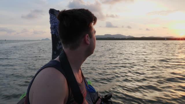4K UHD: Zonsondergang boottocht in Thailand