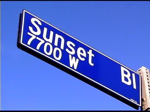 vidéos et rushes de sunset boulevard street sign in los angeles, california - plaque de rue